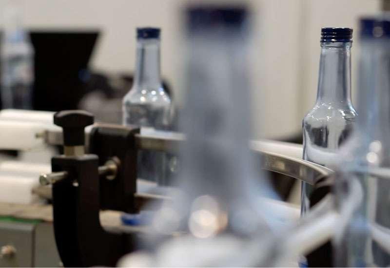 Bottle single lane conveyor system